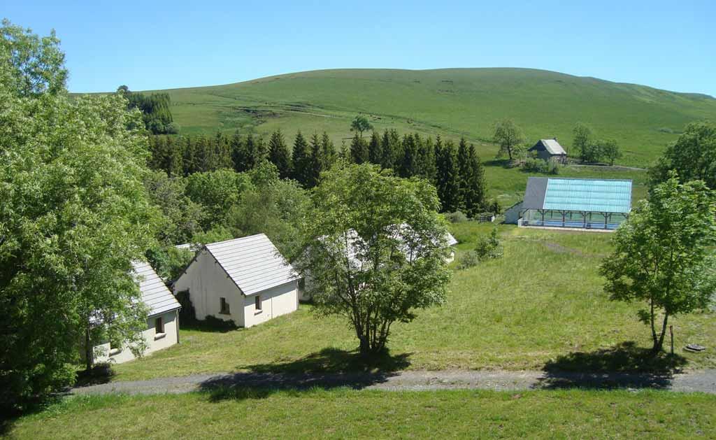 Village vacances cantal bord de lac parc volcans d 39 auvergne for Village vacances gironde avec piscine